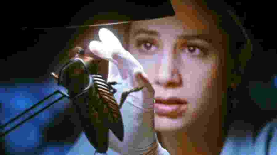 """Mira Sorvino em cena do filme """"Mutação"""" (1997), de Guillermo Del Toro - Reprodução"""