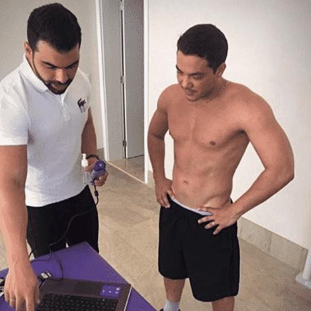 Wesley Safadão aparece ao lado de nutricionista e ganha elogios por corpo em forma - Reprodução