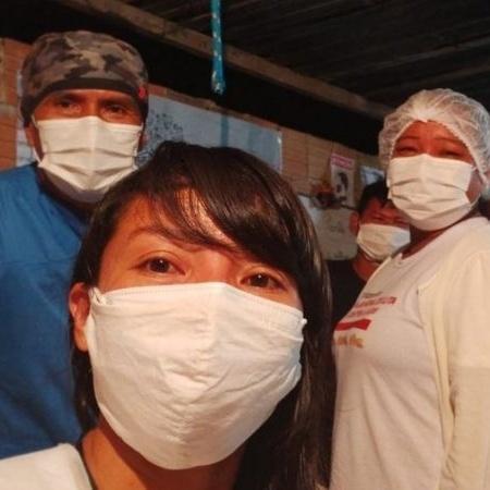 Vanda Ortega (em primeiro plano) montou hospital de campanha em área cedida por igreja - Arquivo pessoal