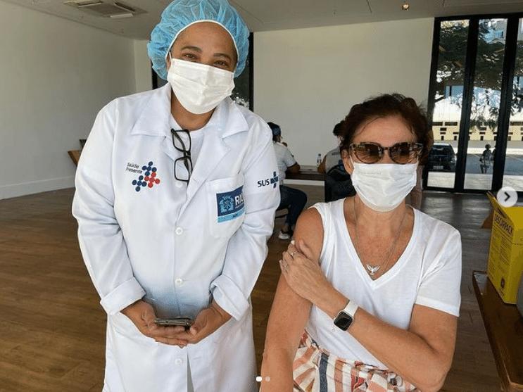 Lilia Cabral é vacinada contra a covid-19 - Reprodução / Instagram