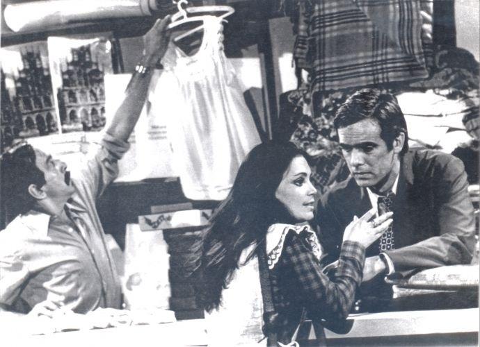 """Cena da primeira versão da novela """"Selva de Pedra"""". À esquerda, o ator Germano Filho e à direita, Regina Duarte e Francisco Cuoco. A trama foi escrita por Janete Clair e exibida na Rede Globo em 1972"""