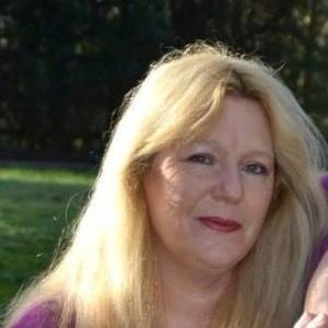 Em 20 anos, Carole deu à luz 13 bebês - Reprodução/Facebook