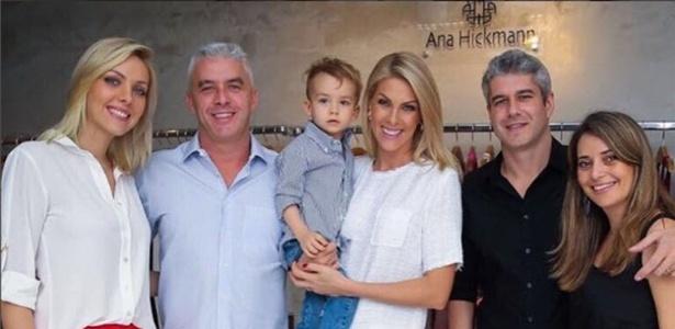 Ana Hickmann com a família, incluindo o cunhado Gustavo (à direita) - Reprodução/Instagram/ahickmann