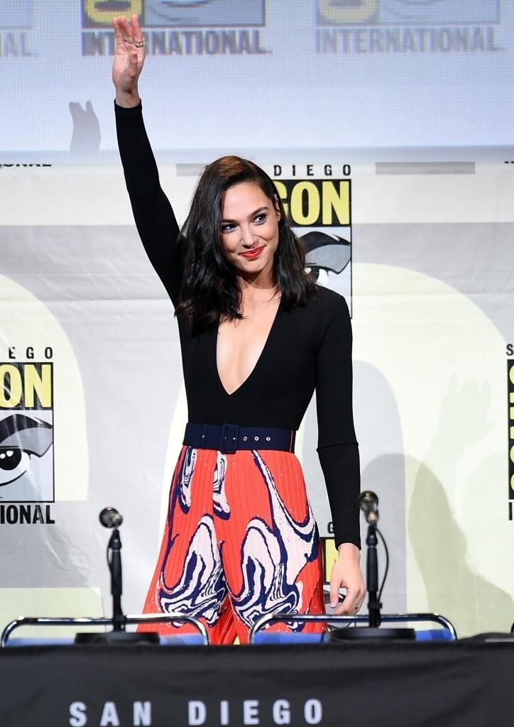 23.jul.2016 - A atriz Gal Gadot, que interpreta a Mulher Maravilha, participa de painel do filme durante a Comic-Con