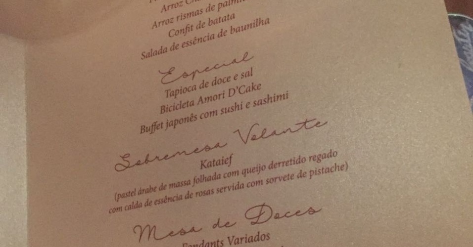 """18.out.2016 - Menu do casamento de Naiara Azevedo e Rafael Cabral, que aconteceu na noite desta terça-feira no Espaço Memoratto, em Goiânia. ?Gostamos muito de peixe, comida japonesa. No nosso buffet pedimos muito camarões, quitutes e tapioca"""", explica a cantora"""