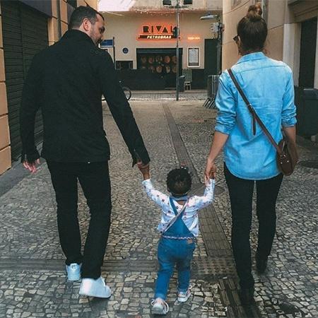 Leandra Leal e Alê Youssef com a pequena Júlia - Reprodução/Instagram/leandraleal