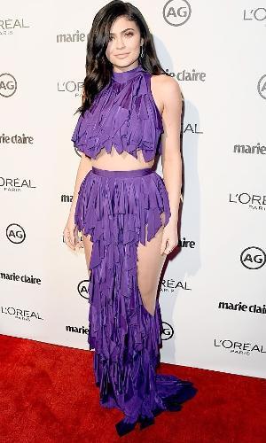 Kylie Jenner usa macacão roxo de lycra Balmain em evento em Nova York