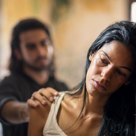 O abuso pode vir mascarado de cuidado - Getty Images