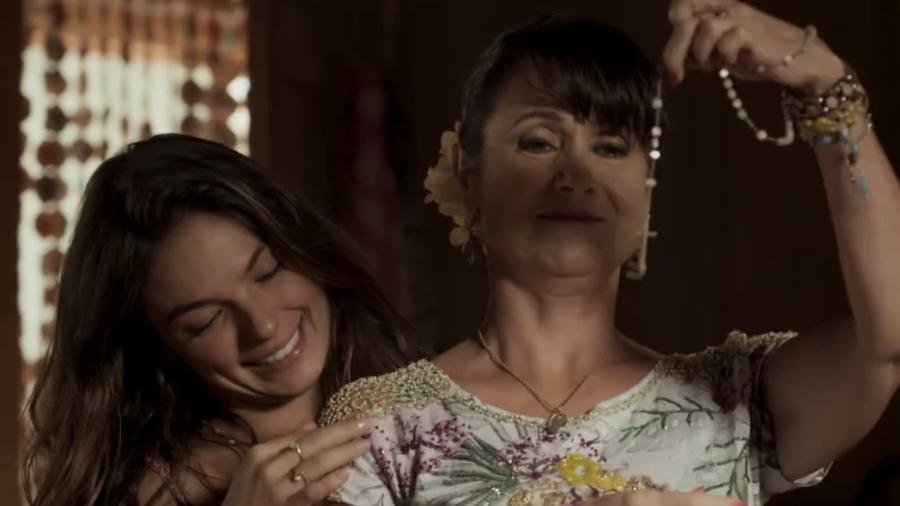 """Ritinha e a mãe, Edinalva, em """"A Força do Querer"""" - Reprodução/TV Globo"""