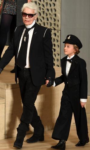Karl Lagerfeld e seu afilhado no Chanel Metiers d'Art