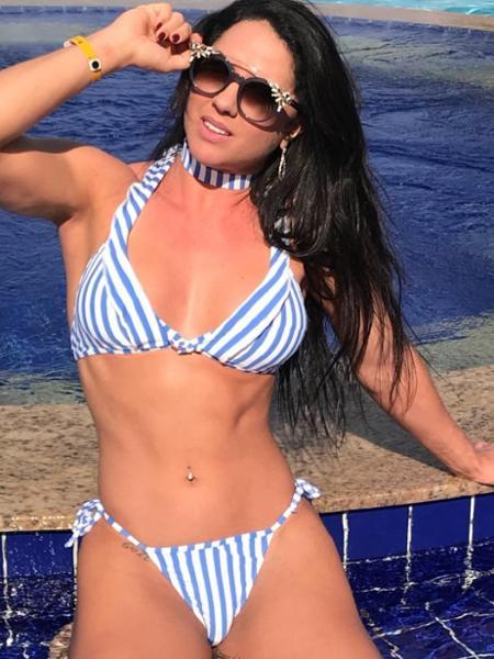 Graciele Lacerda em dia de bronze na piscina - Reprodução/Instagram