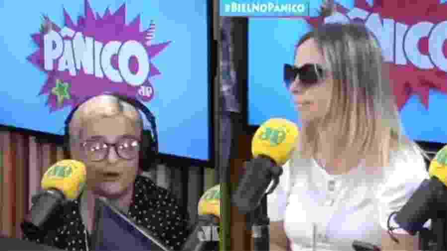 """Amanda Ramalho e a produtora Paulinha Krausche discutiram ao vivo no programa """"Pânico"""" da rádio Jovem Pan - Reprodução/Youtube"""