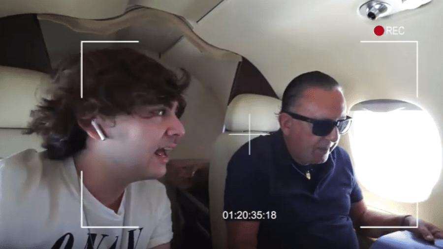 Luca Bueno e o pai, Galvão Bueno, no jatinho da família - Reprodução/YouTube