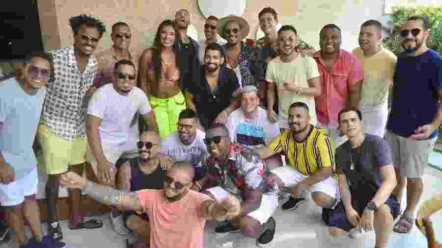 """Pagodeiro Ferrugem reúne artistas na própria casa no Rio de Janeiro para gravar o clipe de """"Chopp Garotinho"""" - Cássio Jóffily/Divulgação"""