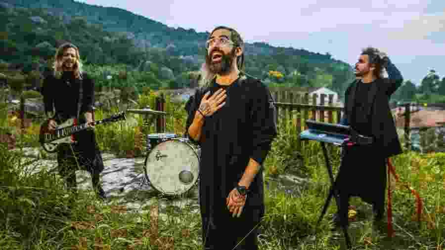 """Léo Ramos, vocalista da Supercombo, tem canal no Twitch e faz lives de """"Overwatch"""" e """"Rainbow Six"""" - Ivã Santos/Divulgação"""