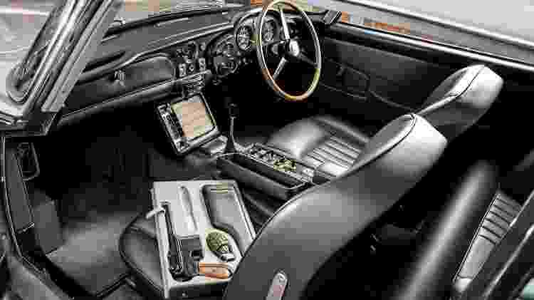Clássico não foi usado no filme, mas traz os acessórios cênicos e foi restaurado seguindo especificações da Aston - Divulgação