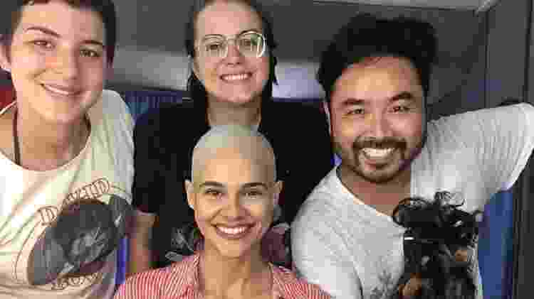 Arianne Botelho com a equipe que raspou sua cabeça para o filme Tudo Bem no Natal que Vem - Reprodução/Instagram/arianne.botelho - Reprodução/Instagram/arianne.botelho