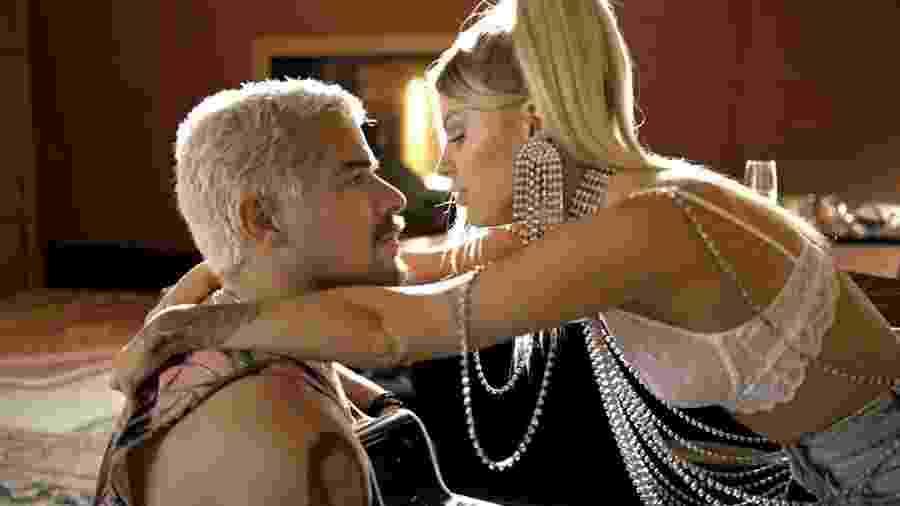 Mel (Luísa Sonza) e Ryan (Thiago Martins) em Amor de Mãe - REPRODUÇÃO/REDE GLOBO