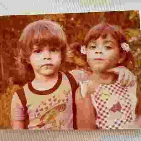 Preta Gil e o primo Moreno Veloso quando era criança - REPRODUÇÃO/INSTAGRAM