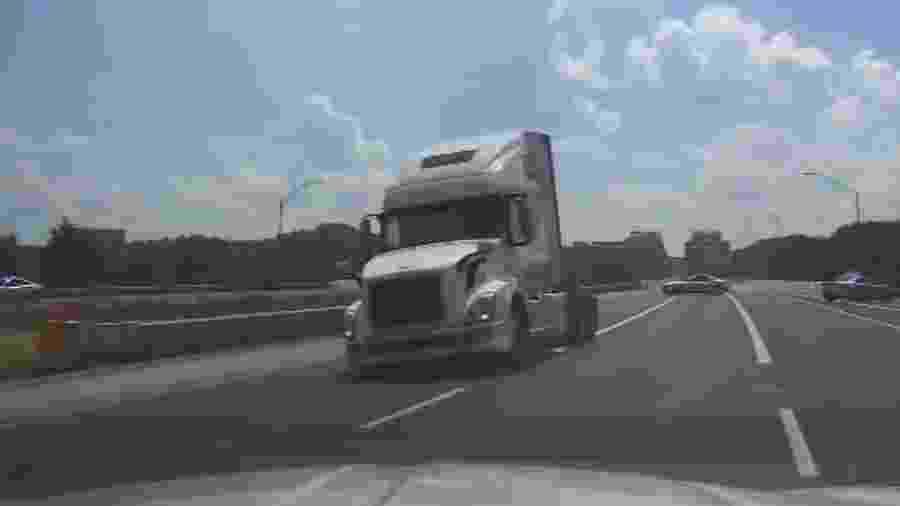 Caminhão é perseguido na contramão nos EUA - Reprodução