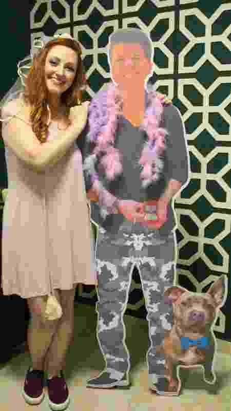 A família de Amanda imprimiu uma foto de Sabrina em papelão em tamanho real. - arquivo pessoal - arquivo pessoal