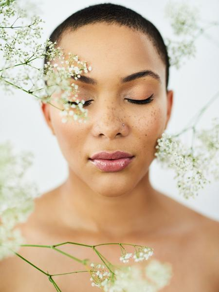 Pele; sardas; ingredientes naturais - Getty Images