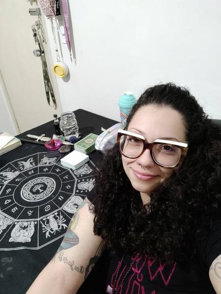 Isadora Fernandes dos Santos, 29, largou carreira em relações internacionais para se tornar benzedeira em São Paulo - Arquivo pessoal