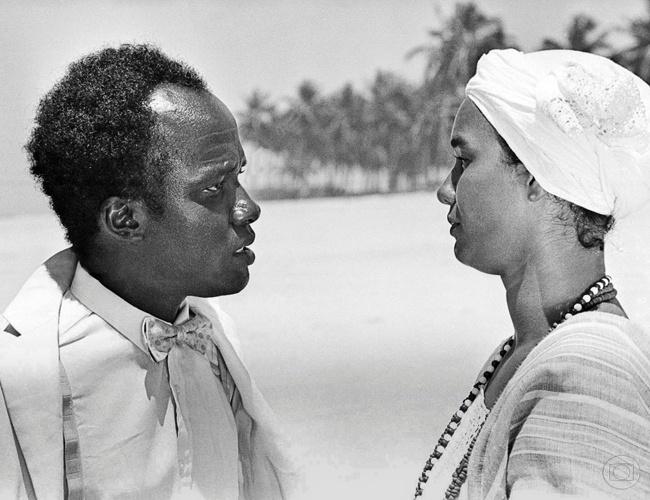 """Antonio Pompêo e Solange Couto na minissérie """"Tenda dos Milagres"""" (1985)"""