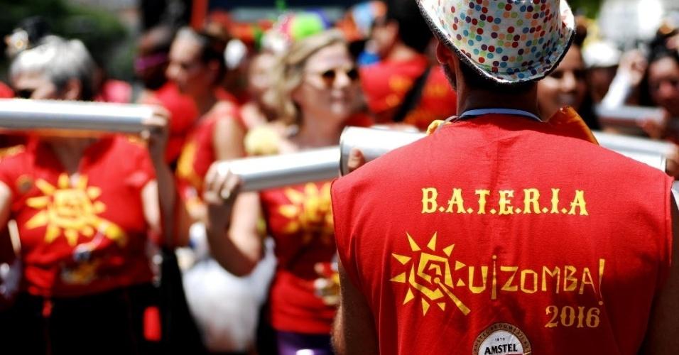 31.jan.2016 - O grupo musical carioca Quizomba trouxe sua festa de rua para São Paulo, atraindo foliões para a Av. Tiradentes, no centro de São Paulo.