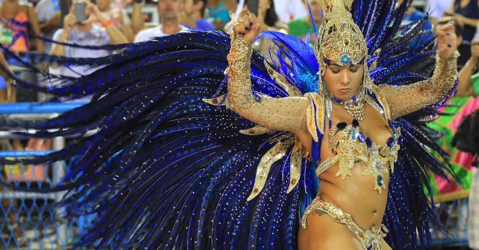 """8.fev.2016 - Musa da Vila Isabel durante o desfile da escola de samba, cujo samba-enredo traz o tema """"Memórias do Pai Arraia - Um Sonho Pernambucano, um Legado Brasileiro"""""""
