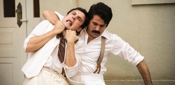 """Candinho é """"esganado"""" por Ernesto em cena de """"Êta Mundo Bom"""", de Walcyr Carrasco - Reprodução/""""Êta Mundo Bom""""/GShow"""