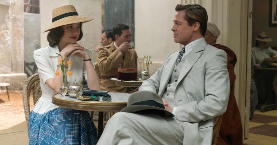 Marion Cotillard e Brad Pitt como o casal de espiões Max vatan e Marianne Beausejour no filme