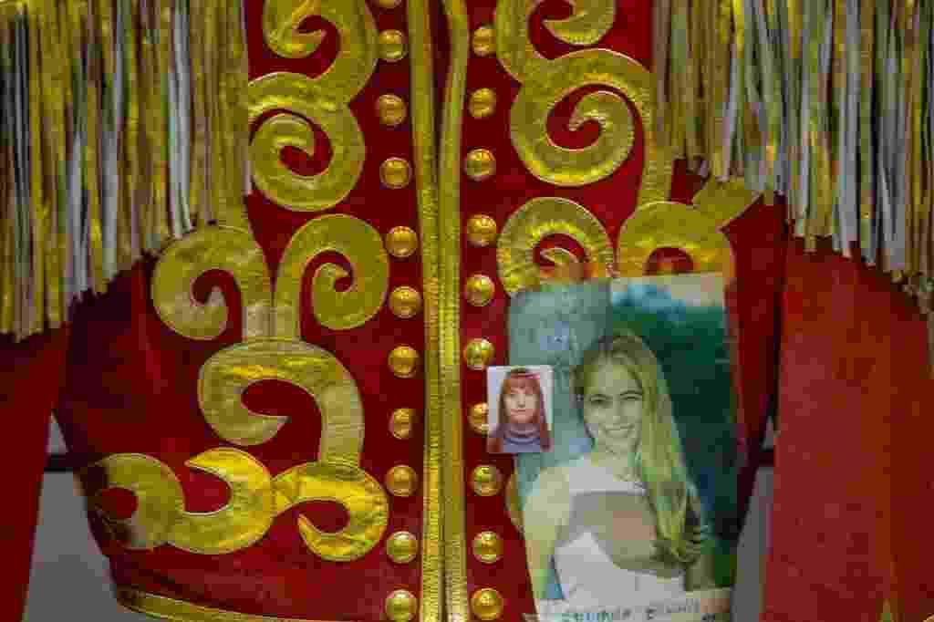 Jaqueta de paquita da atriz Juliana Baroni, entregue pela mãe dela à padroeira e que está exposta na Sala das Promessas - Roosevelt Cássio/UOL