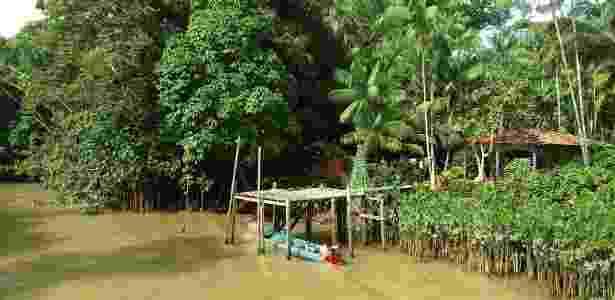 Cada casa na Ilha do Combu conta com seu próprio ancoradouro - Sergio Crusco/UOL