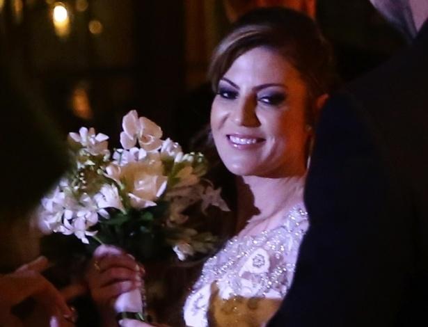 21.nov.2016 - Maria Fernanda Pascucci, noiva de Fábio Jr., segura buquê na cerimônia de casamento, na zona oeste de São Paulo