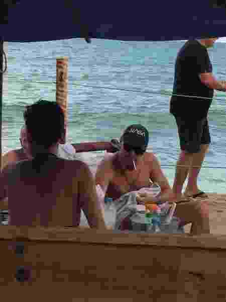Esta foto foi divulgada pela assessoria da agência Haute dizendo que Leonardo DiCaprio estava em Trancoso (BA) - Divulgação - Divulgação