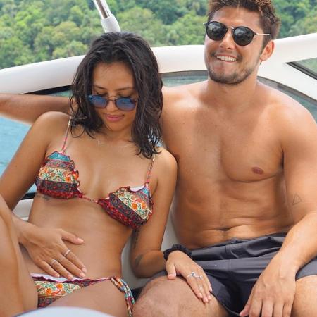 Grávida, Yanna Lavigne acaricia barriga ao lado de Bruno Gissoni; casal se separou há dois meses segundo assessoria da atriz - Reprodução/Instagram/yannalavigne