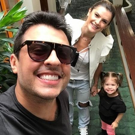 O casal Ceará e Mirella Santos com a filha Valentina - Reprodução/Instagram/@oceara