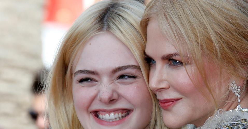 """Ellen Fanning e Nicole Kidman são estrelas do filme """"How to Talk to Girls at Parties"""" e mostraram sintonia no tapete vermelho em Cannes"""