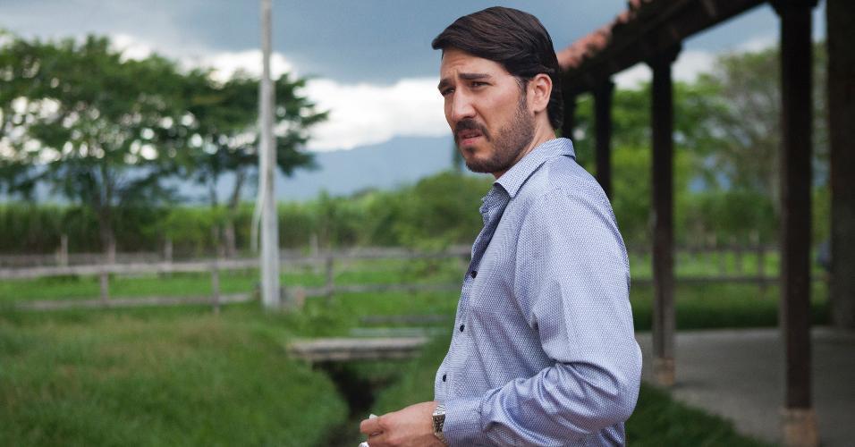 """Pacho Herrera (Alberto Ammann), um dos chefes do Cartel de Cali, aparece em cena da terceira temporada de """"Narcos"""""""
