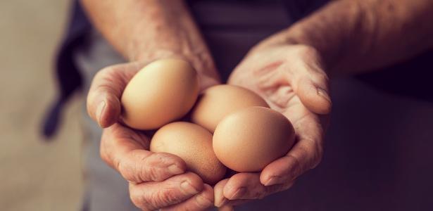 Homem colocou 15 ovos cozidos no ânus sob influência de drogas