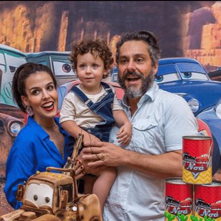 Karen Brusttolin e Alexandre Nero com o filho, Noá - Reprodução/Instagram