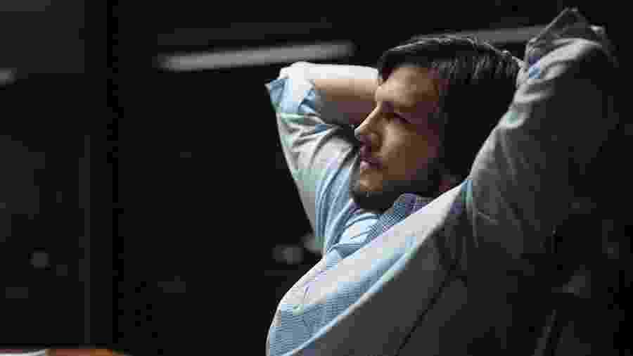 "Ashton Kutcher em ""Jobs"" (2013) - Divulgação"