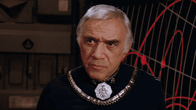 """O ator Lorne Greene em cena de """"Battlestar Galactica"""" - Reprodução"""