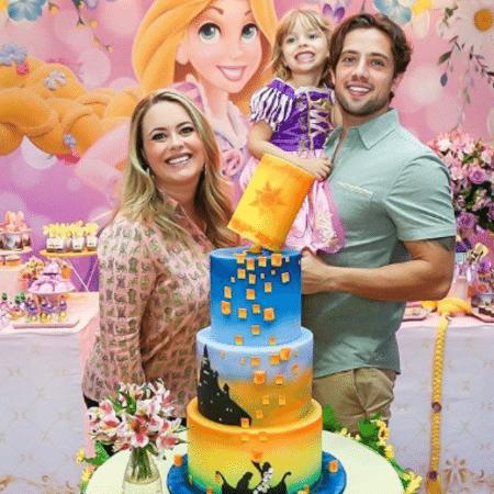 Mari Bridi e Rafael Cardoso comemoram o aniversário de 4 anos de Aurora - Reprodução/Instagram