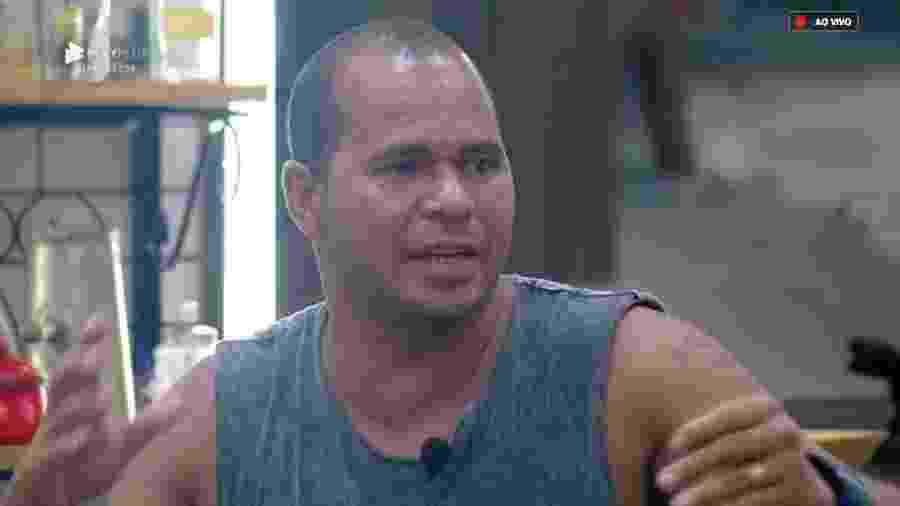 Aloísio Chulapa se irrita com Rafael Ilha após combinação de votos  - Reprodução/PlayPlus