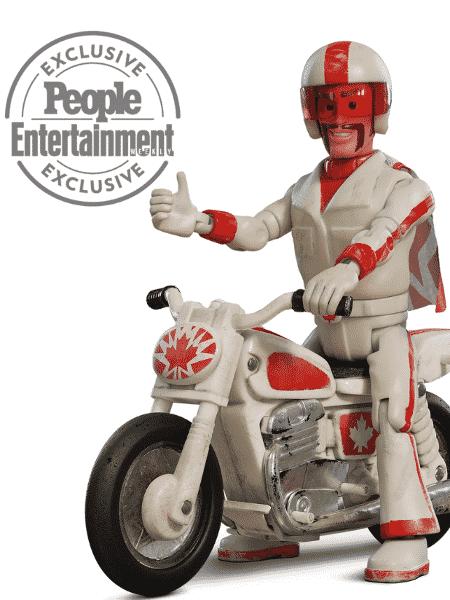 """Duke Caboom, personagem de Keanu Reeves em """"Toy Story 4"""" - Reprodução/EW"""