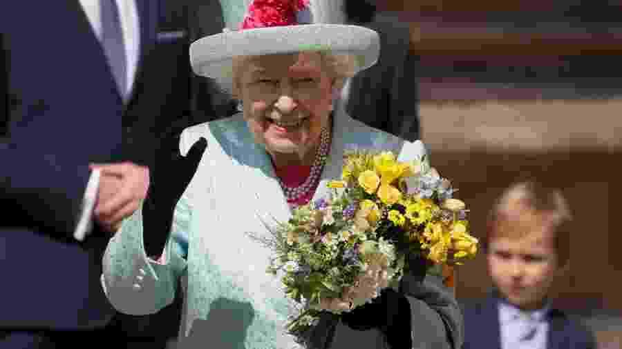 Rainha Elizabeth procura alguém para gerenciar suas redes sociais - AFP