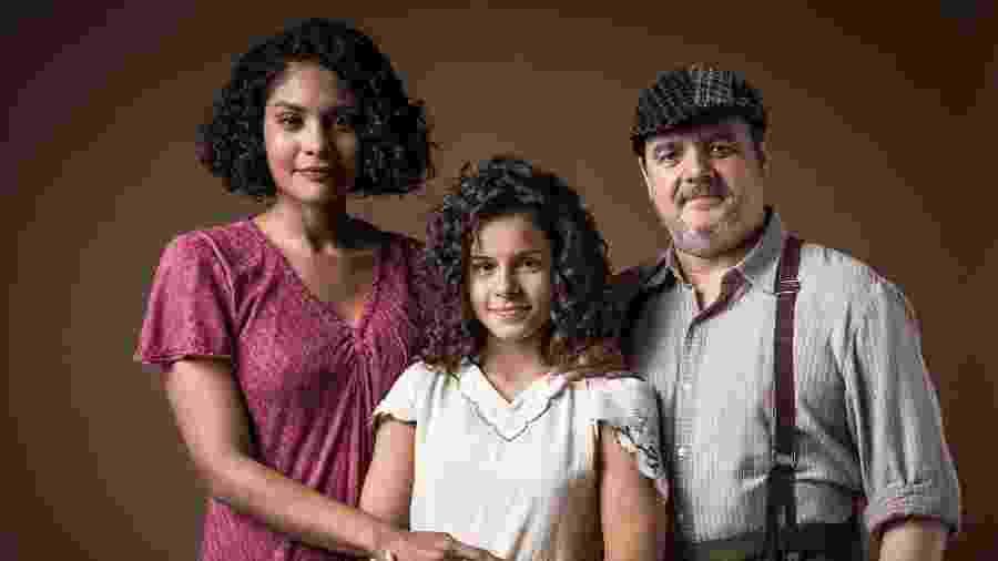 Shirley (Barbara Reis), Afonso (Cassio Gabus Mendes) e Inês (Gabriela Saraivah) em Éramos Seis - Globo/Raquel Cunha
