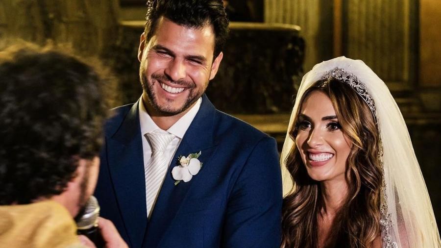 Nicole Bahls e o então marido Marcelo Bimbi na cerimônia de casamento - REPRODUÇÃO/INSTAGRAM